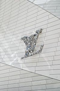 Le marketing des grandes marques: la pyramide du luxe de Luis Vuitton